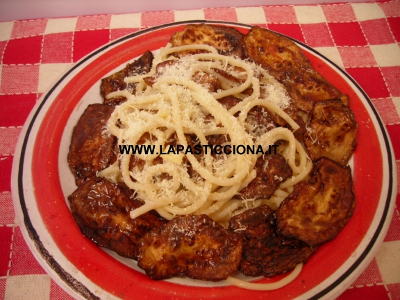 Pasta con zucchine fritte e ricotta salata