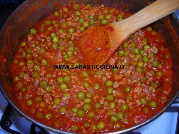 Rigatoni con ragù alla siciliana