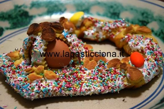 Pupi cu l'ova (Biscotti Pasquali con l'uovo ) 9