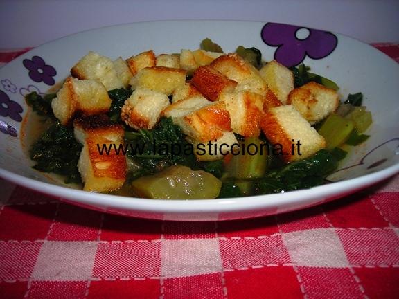 Zuppa di zucchina lunga e tenerumi