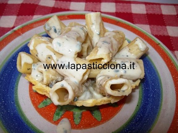 Cestini di caciocavallo con Rigatoni ai 4 formaggi