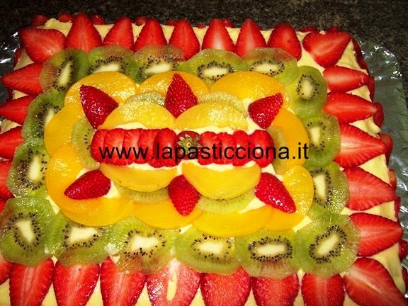 Torta alla crema con frutta fresca 12