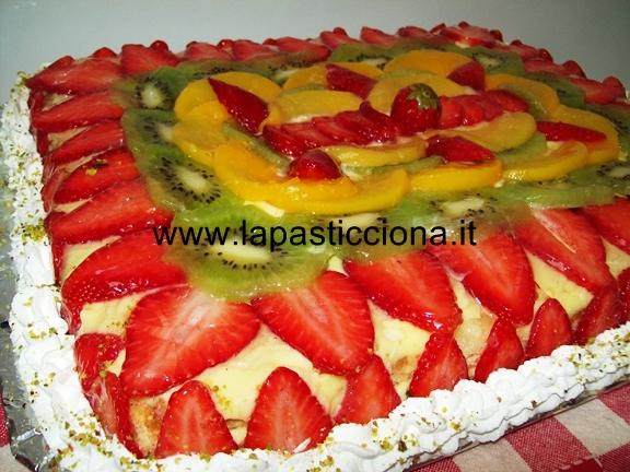 Torta alla crema con frutta fresca 38