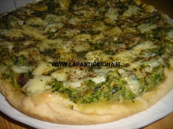 Pizza  bianca con zucchine trifolate e mozzarella