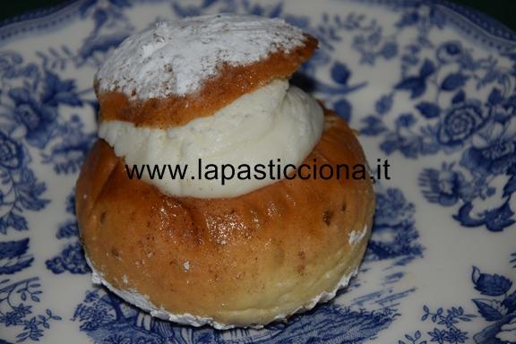 Rasco ( biscotto di San Martino ripieno di ricotta) 8
