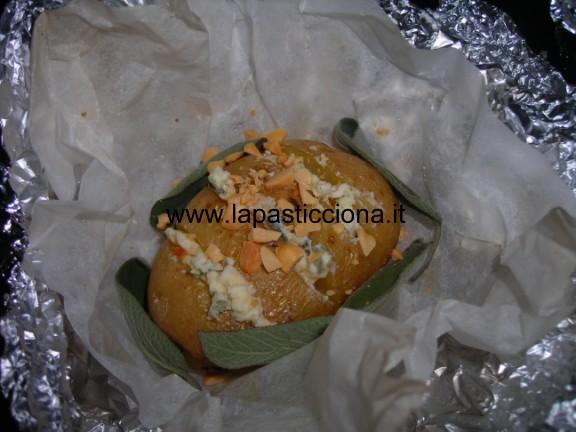 Patate al cartoccio con gorgonzola piccante e salvia 4