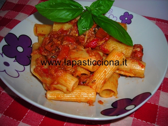 Pasta con peperoni  e tonno