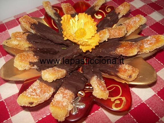 Scorze d'arance candite ricoperte di cioccolato fondente