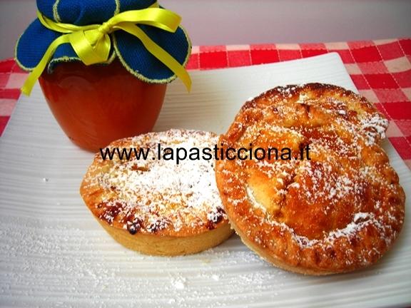 Crostatine con marmellata di albicocche casalinga