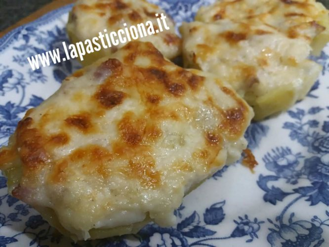 Barchette di patate ripiene di salsiccia