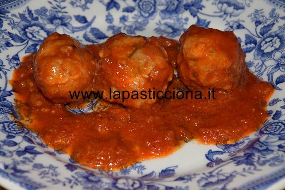 Polpette di salsiccia al sugo di pomodori