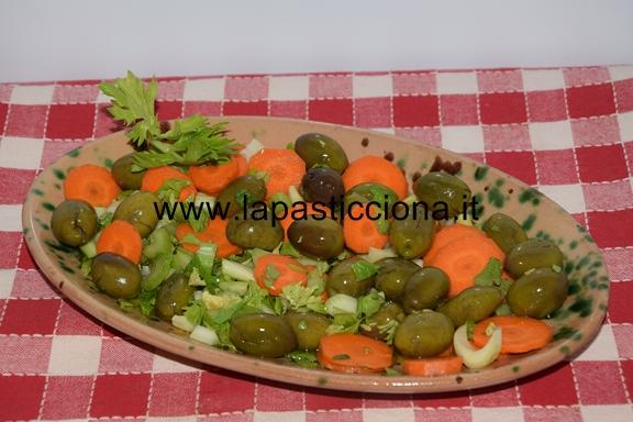 Alivi cunzati ( olive condite )
