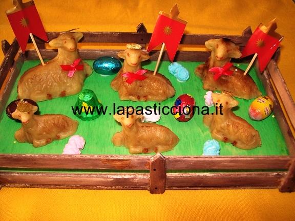 Agnellini casalinghi di pasta di mandorle