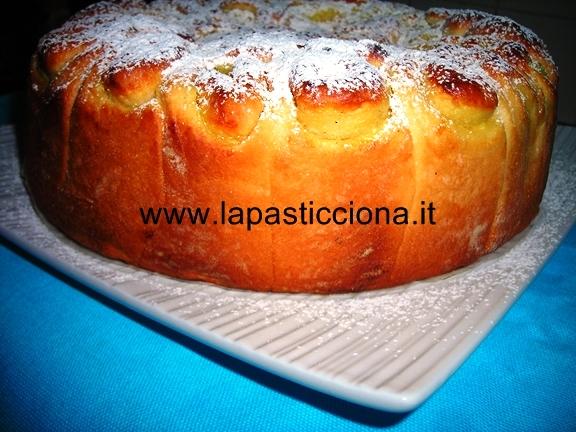Torta delle rose con crema pasticcera