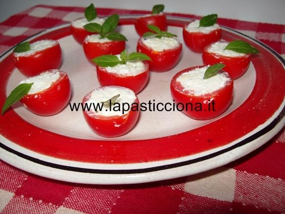 Pomodorini farciti con ricotta