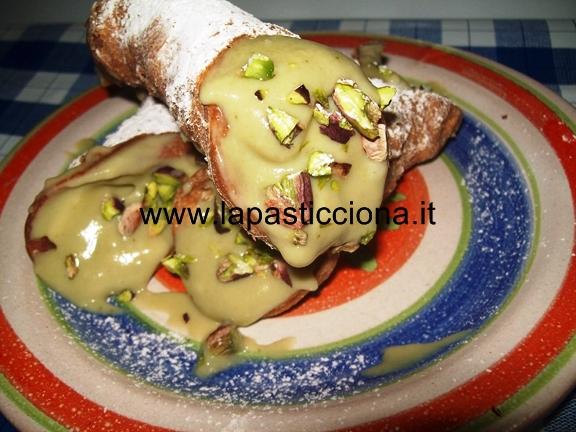 Cannoli con crema pasticcera al pistacchio di Bronte