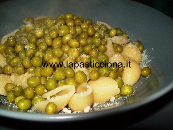 Muccunedda chi piseddi ( lumachine con piselli)