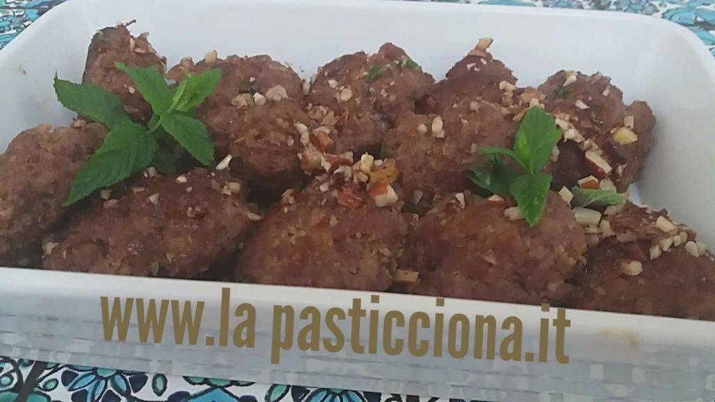 Polpette in agrodolce con mandorle alla siciliana