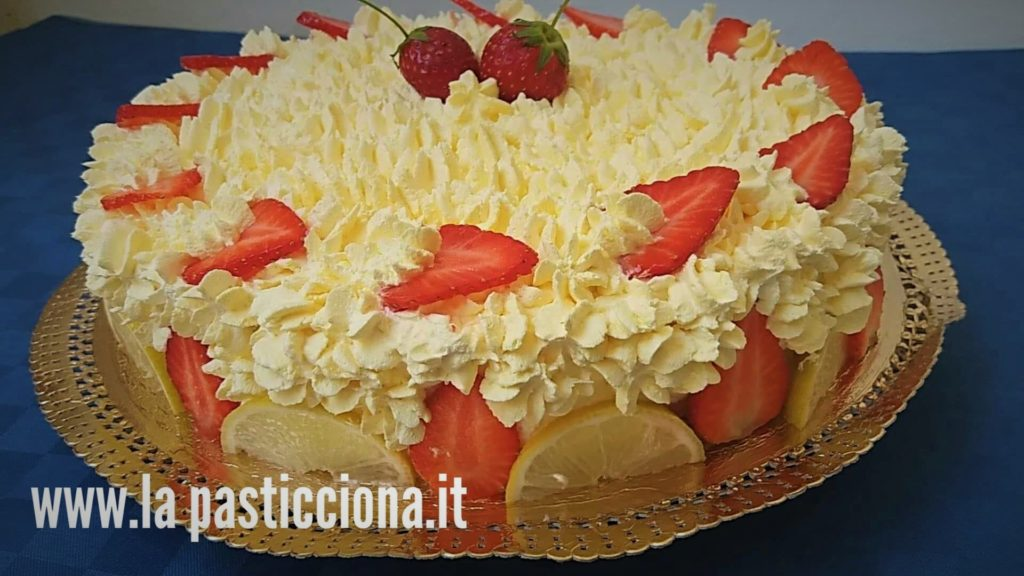 Torta con crema e panna al limone