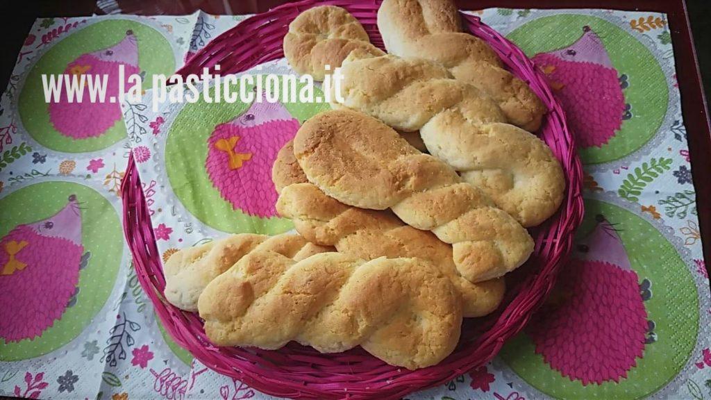 Treccine siciliane, morbidi biscotti da inzuppo